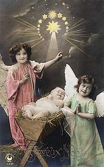 [Los ángeles adoran al Niño Jesús. Fotografía en tarjeta postal de principios del siglo XX]