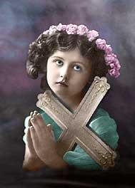 [Niña rezando. Fotografía coloreada de principios del siglo XX]